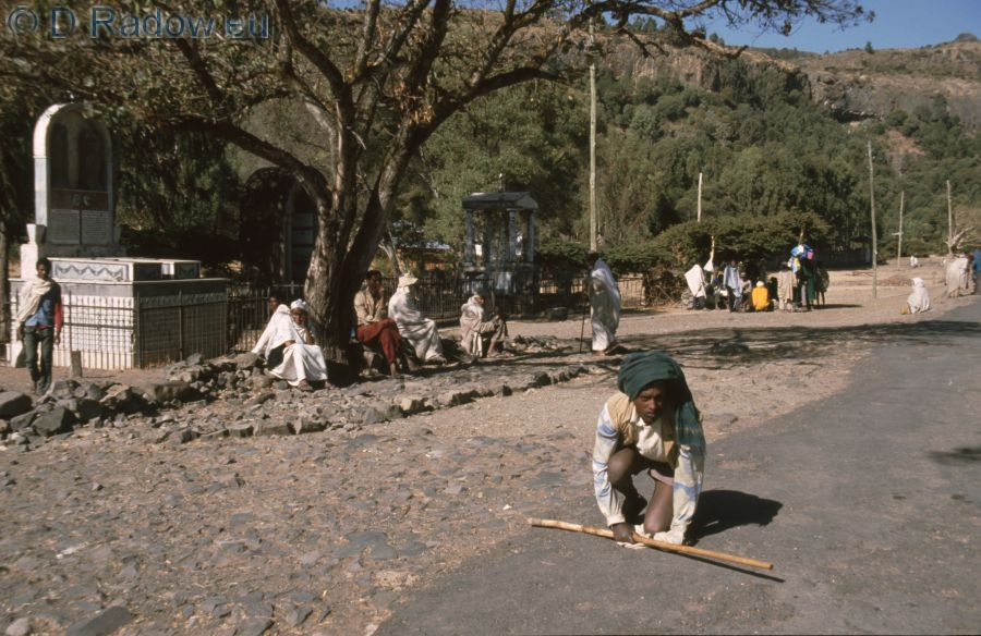 ETHIOPIA  1997ÄTHIOPIEN<br /> believer waiting near the monastery Debre Libanos Gläubige beim Kloster Debre Libanos