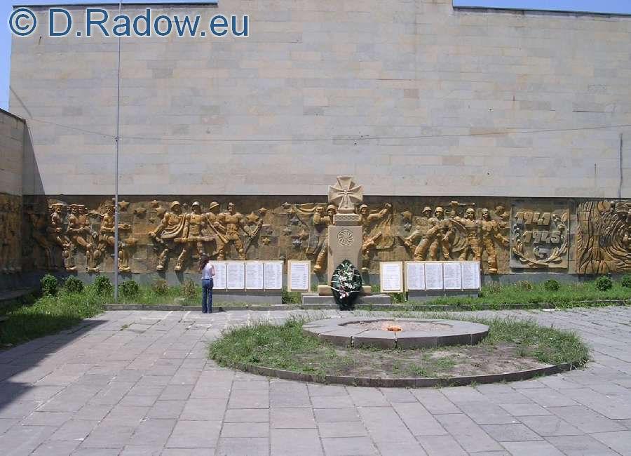 grab-080-georgien_gori_kriegerdenkmal_weltkrieg_ii