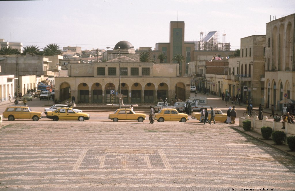 Eritrea 1997 &#8211; Asmara: Moschee am Zentralen Platz der Hauptstadt<br />Eritrea 1997 &#8211; Asmara: Mosque at the central place of the capital