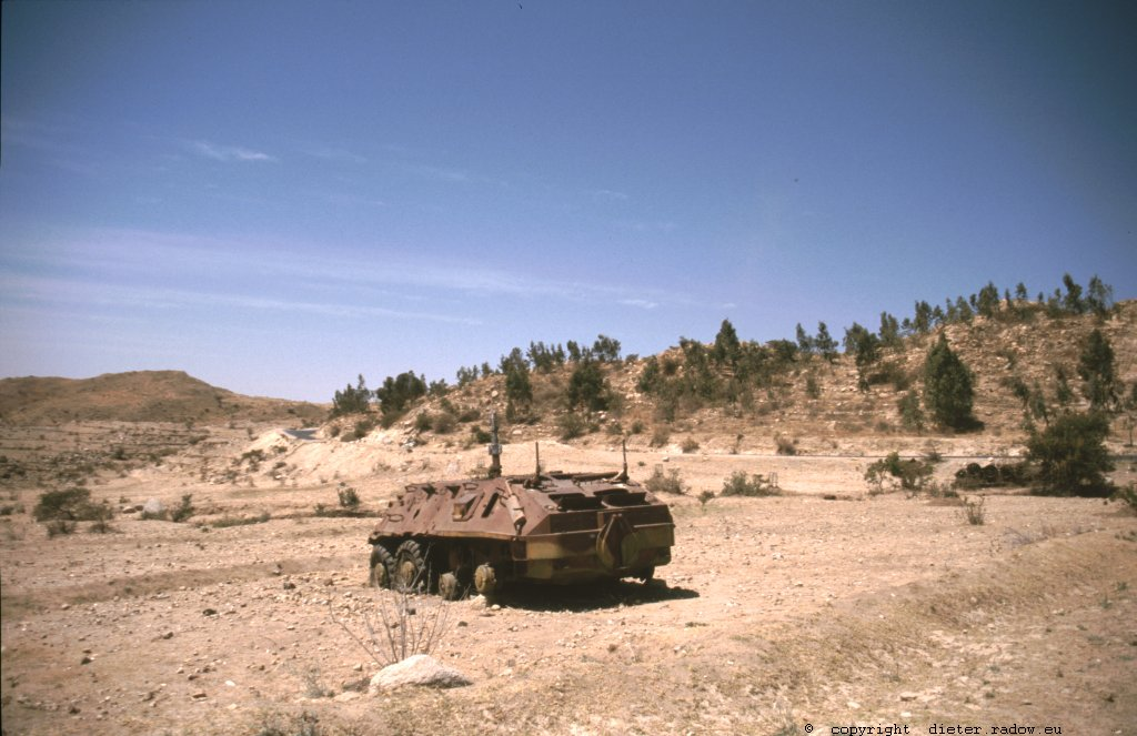 Eritrea 1997 ° ° ° tank-wreck in the southern highlands from the 1990 liberation war against Ethiopia  ° ° °<br />° °  Panzerwrack im südlichen Bergland Eritreas aus den 1990er Unabhängigkeitskämpfen gegen Äthiopien  ° °