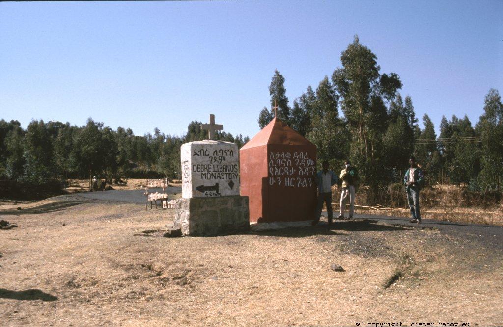 Zum Kloster Libanos - äthiopische Verkehrszeic hen