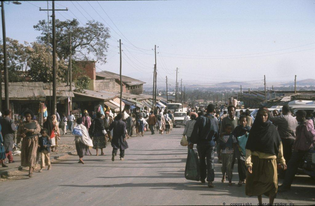 AE 72  Addis Abeba102