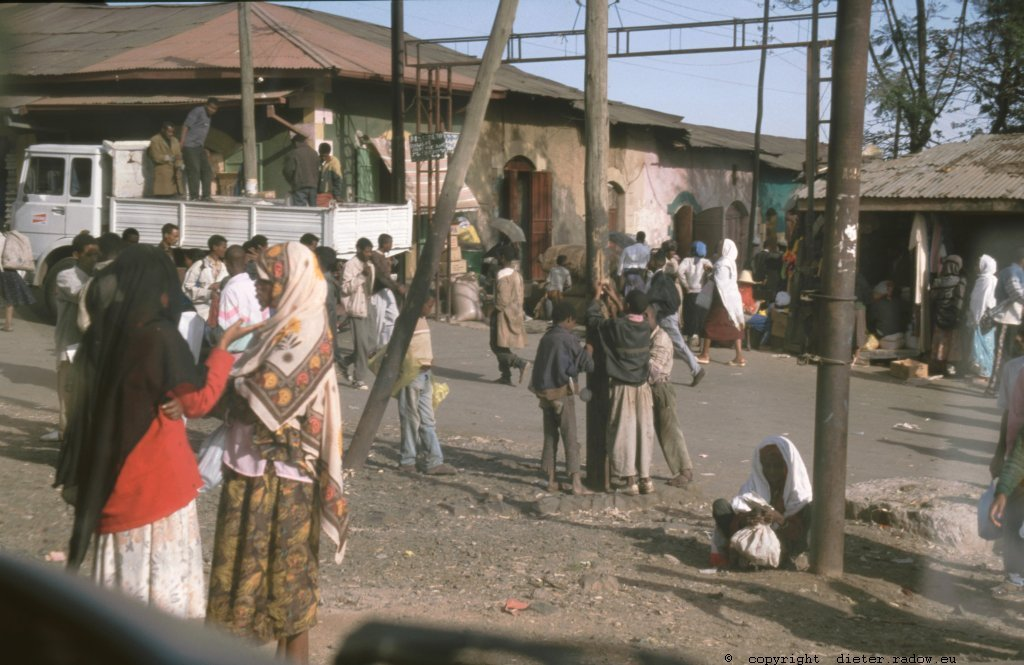 AE 76  Addis Abeba105