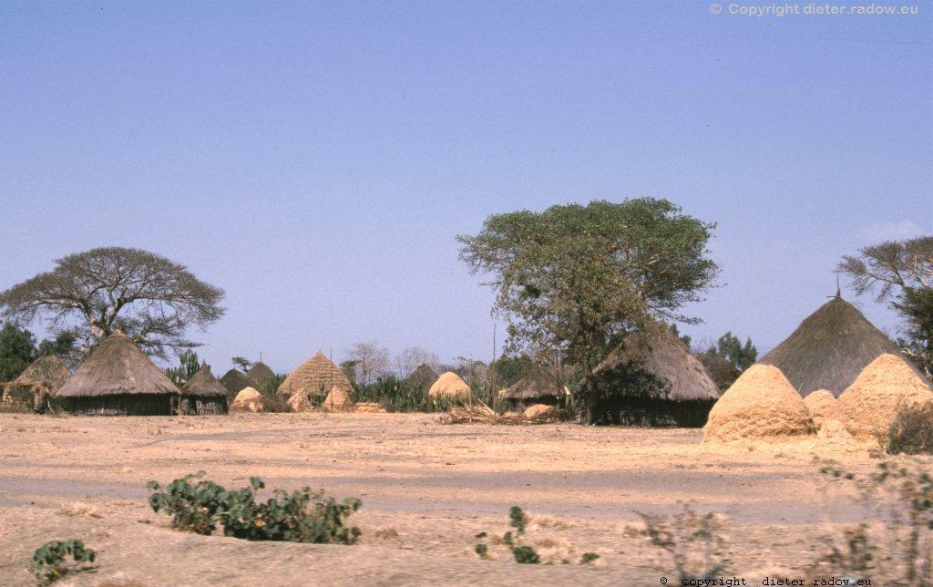 AES 370 Dorf im Äthiop Süden