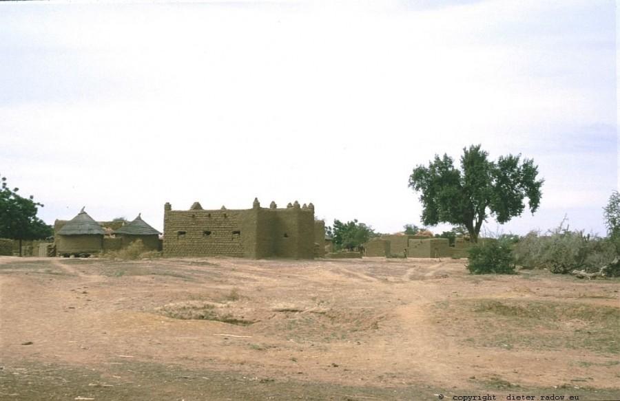 104 Burkina Faso Dorf Lehmarchitektur22