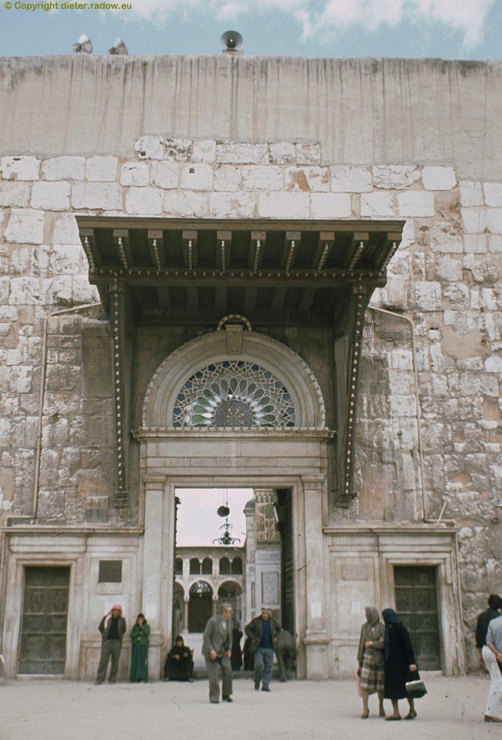 160 Eingang zur Moschee der Omayadenk