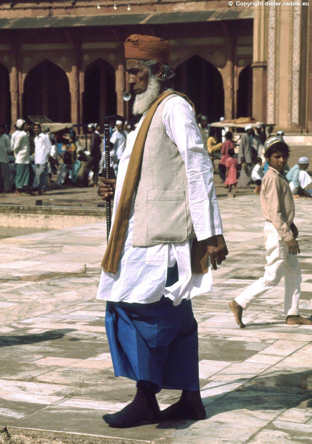 315 Indien Trachten