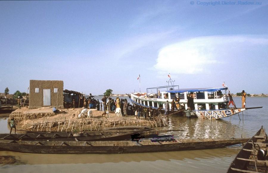 358 Mali Personenfähre bei Mopti