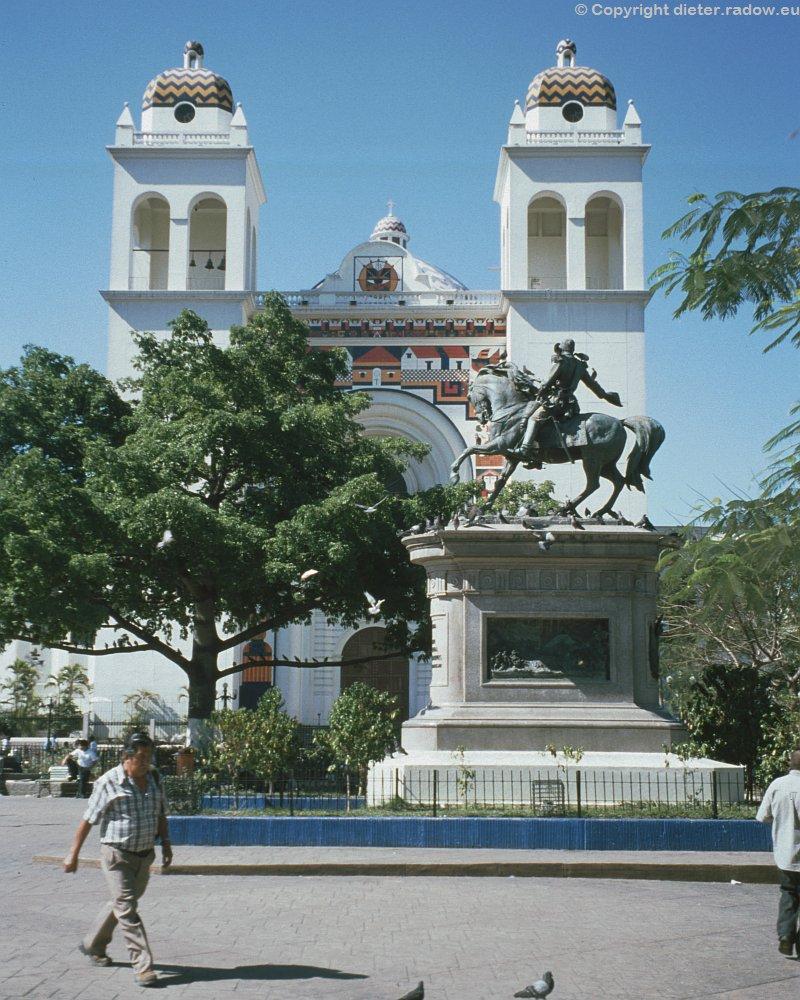 407 El Salvador 8