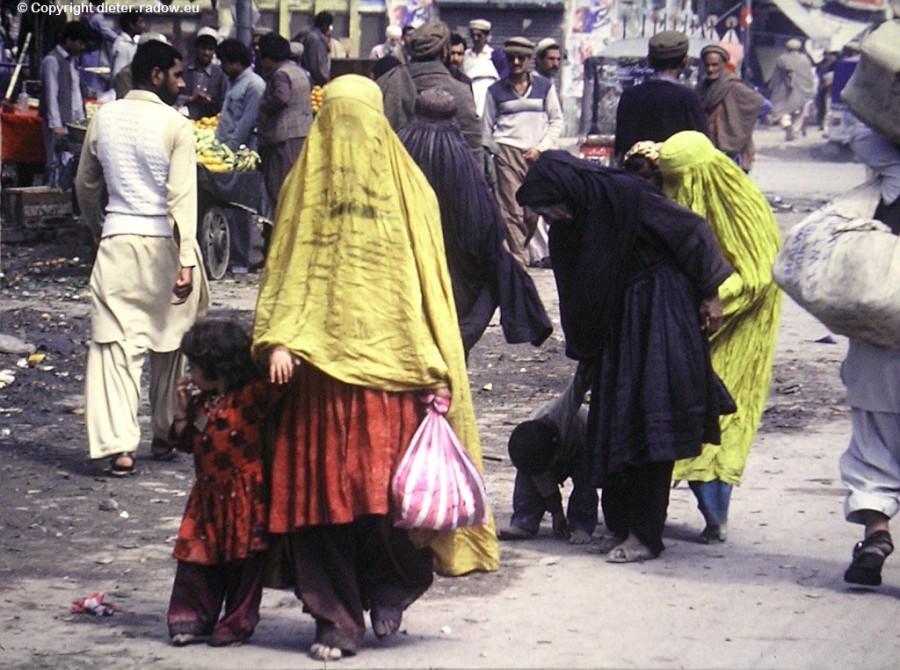 499 Pakistan Trachten360