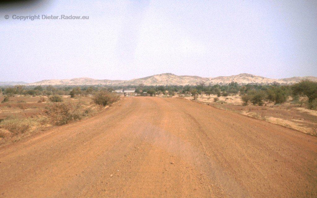 Fernstraße nach Norden- ungepflastert
