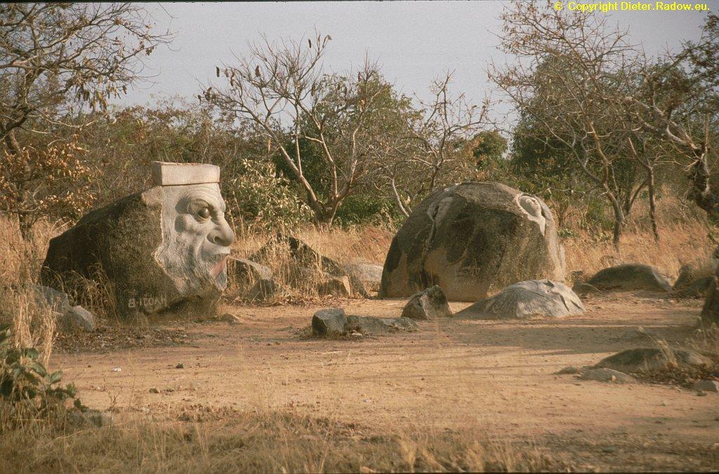 Laongo Granite Symposium 1996  -  stonemason-art in Sahel landscape