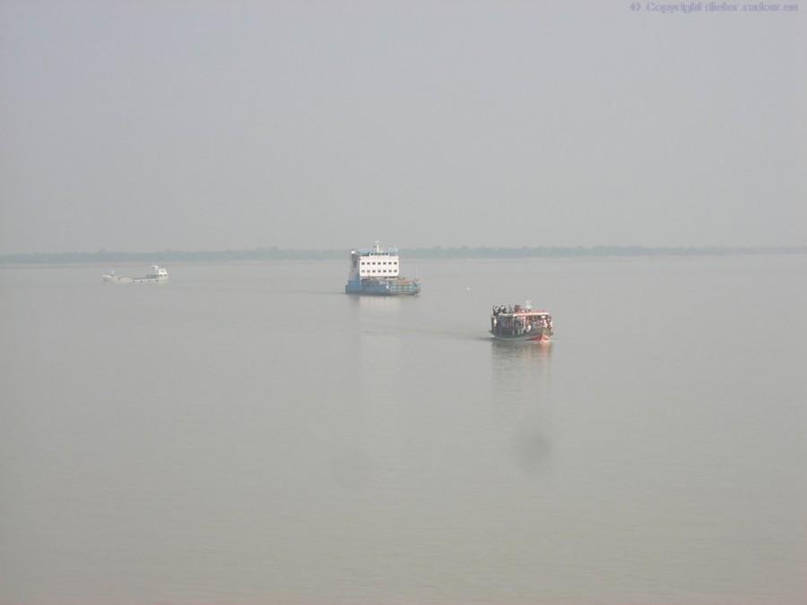 Bangladesh Ganges Fährverkehr bei Goalundi XXX