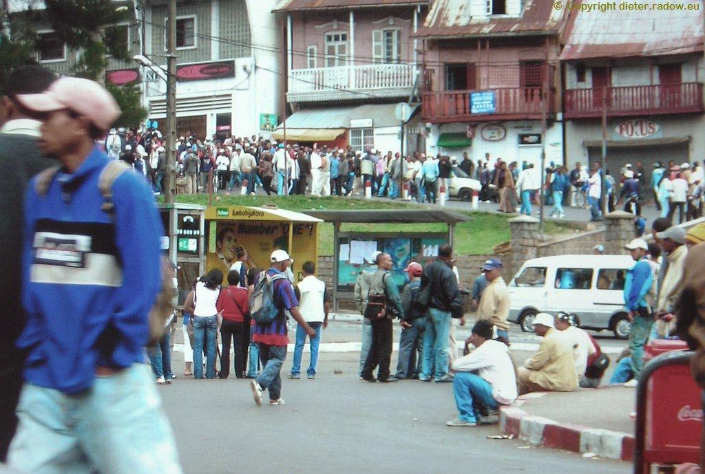 MADAGASKAR: NACH DEMOSTRATIONSVERBOT HÄNDE IN DEN TASCHEN