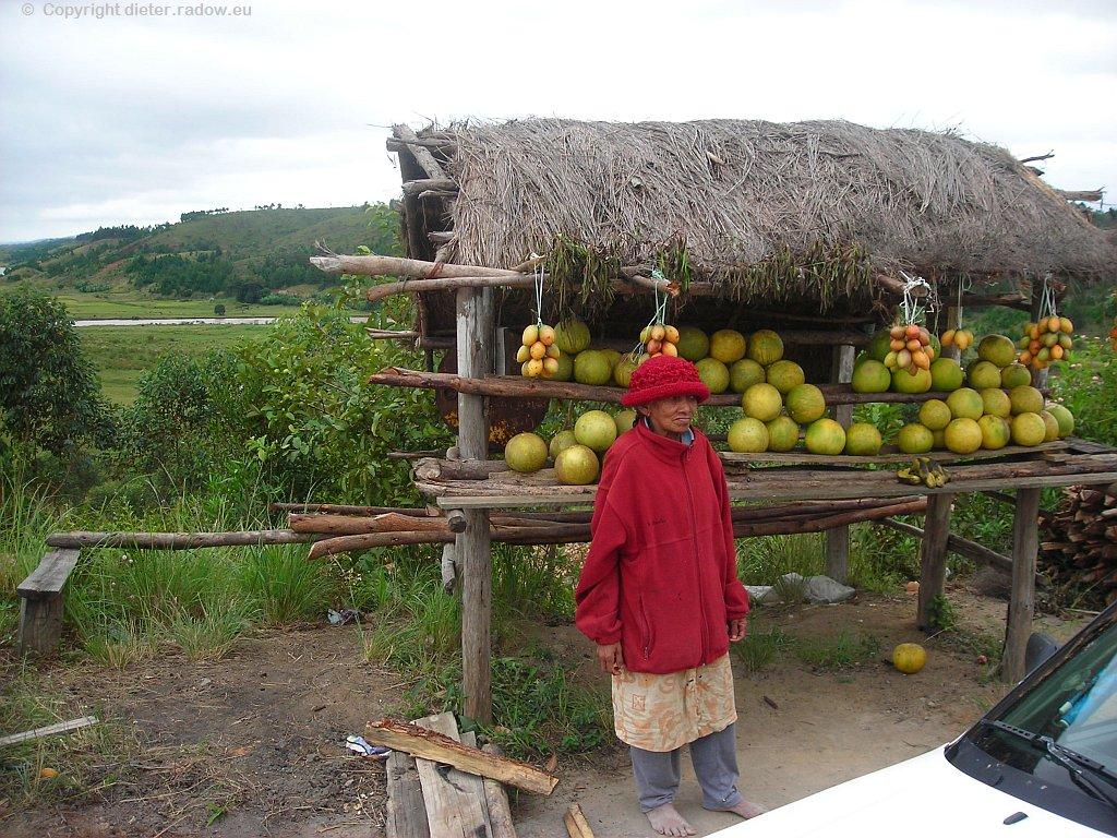 ältere Obstverkäuferin