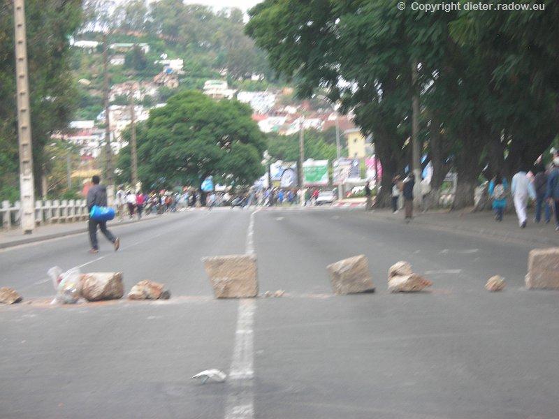 MADAGASKAR: DIE BEWAFFNETEN KRÄFTE SPERREN DIE INNENSTADT GEGEN DEMONSTRANTEN
