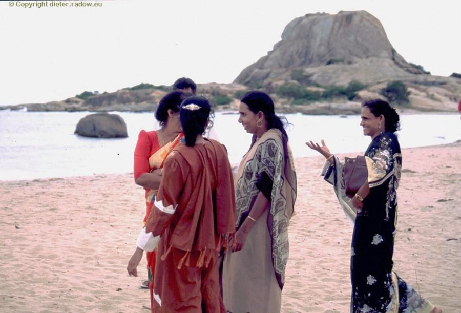 Damen am Strand