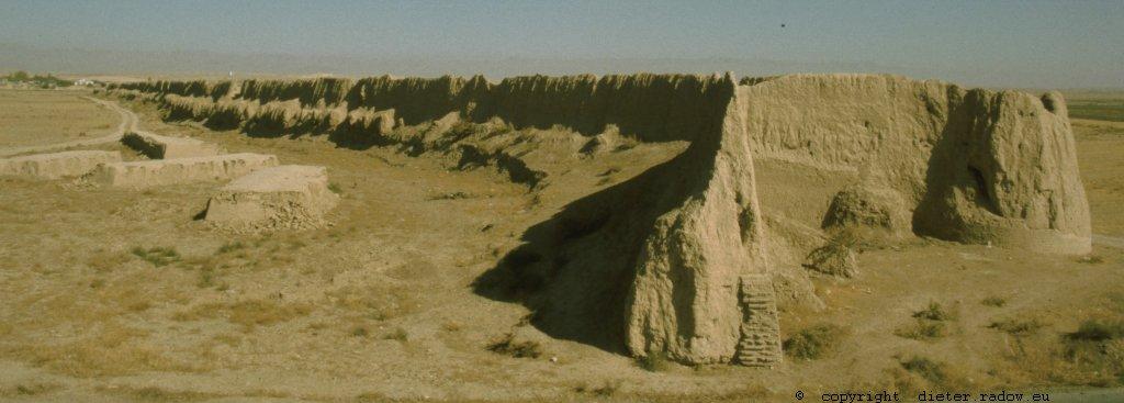 Iran - Khorasan 274 Fluchtburg-Mauer aus Lehm
