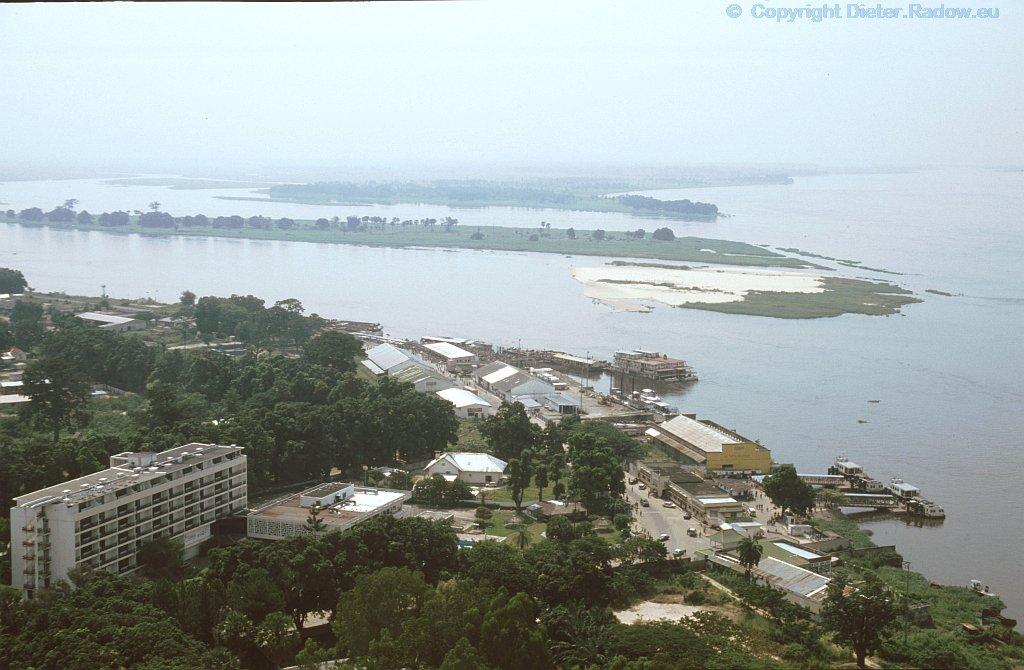Kongo bei Brazzaville - Pool, zu einem Seengebiet verzweigter Fluß-Abschnitt