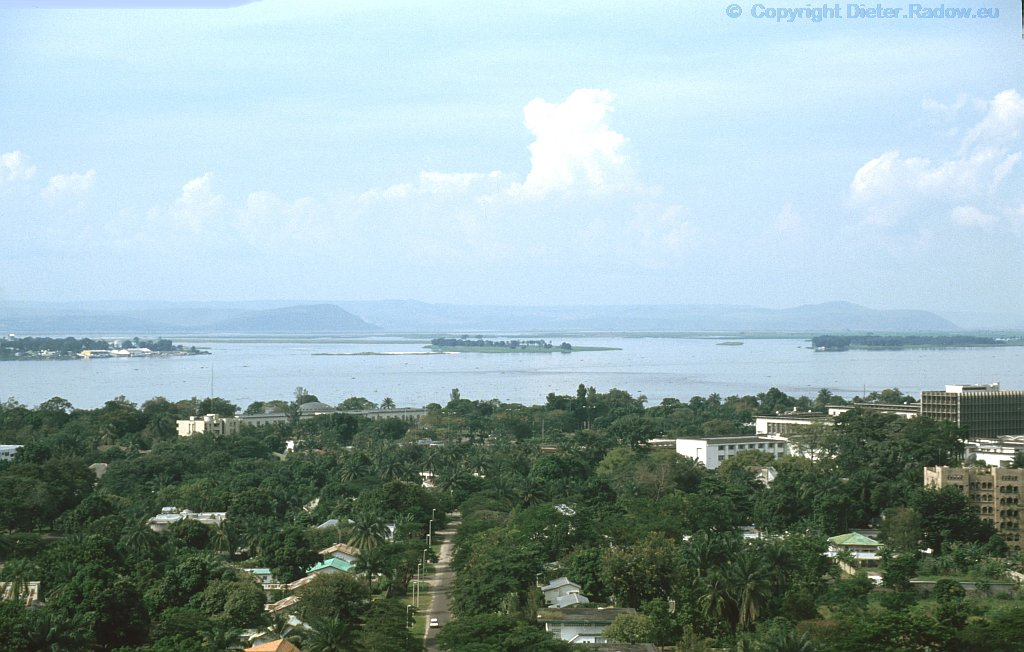 "Kongo Kinshasa: Blick auf den gewaltigen ""POOL"" des Kongo-Flusses"