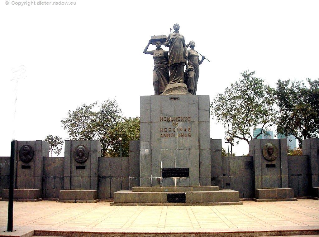 Luanda - Denkmal für die Frauen Angolas