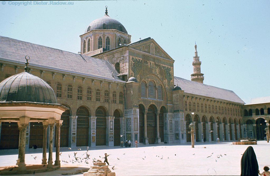 Syria Damaskus 1984  -  Majad Mosque  (quad-side)