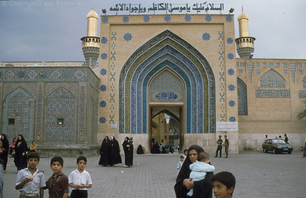 Iraq Bagdad 1995  -   Kadhimiya-Mosque  entrance