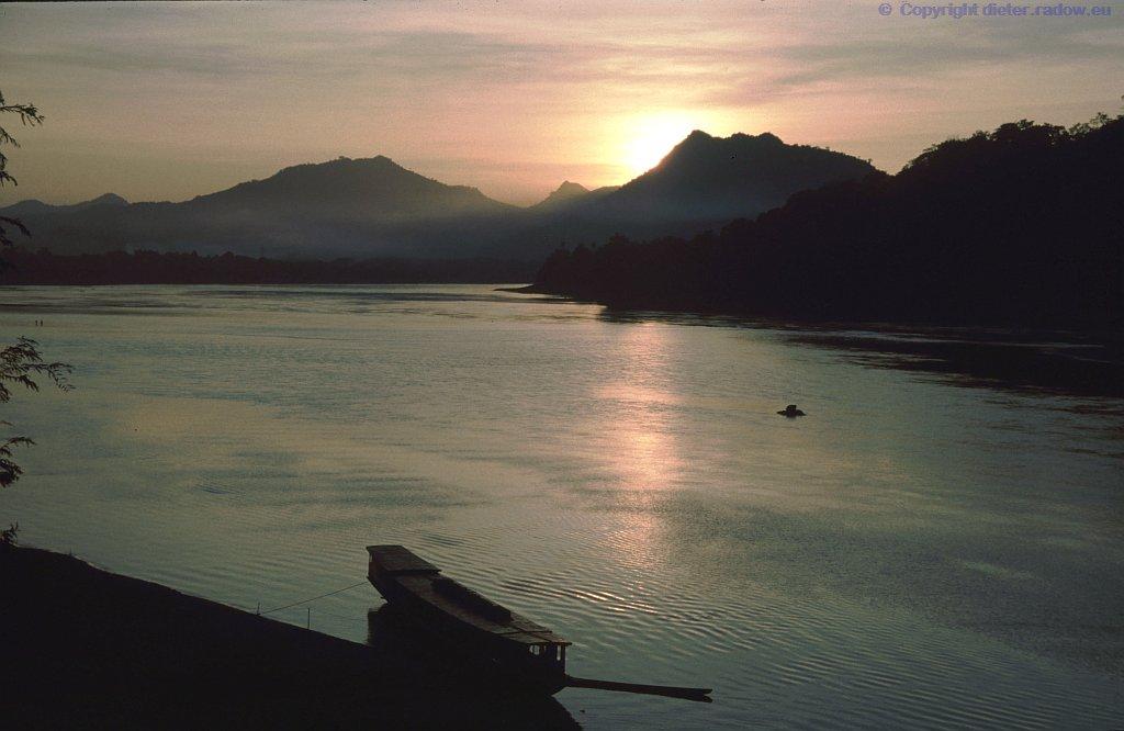 Laos 2003 Mekong bei Sonnenuntergang