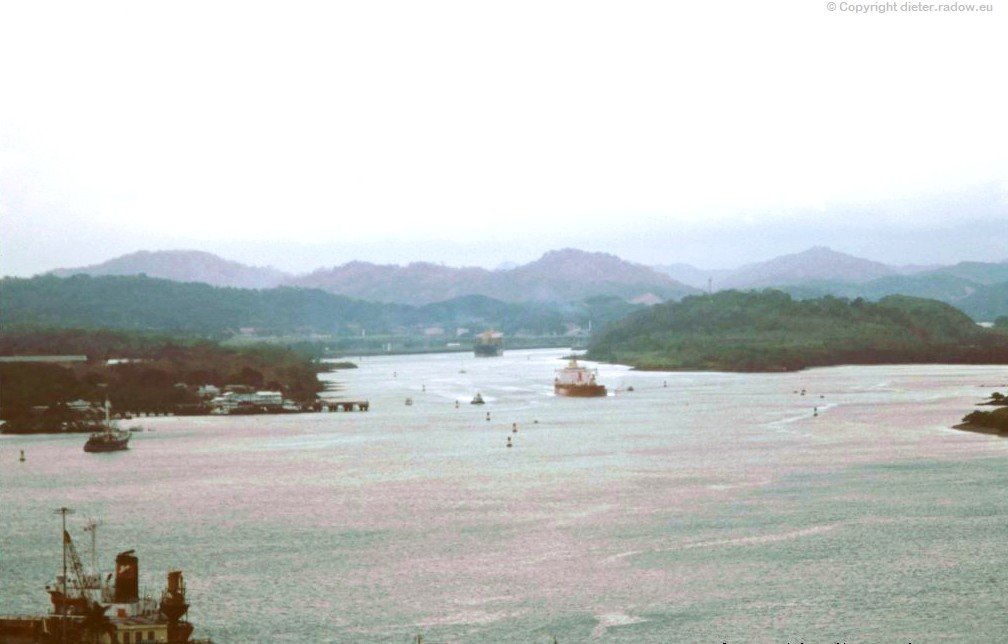 Panama Blick auf den  Kanal von der Brücke am Pazifik