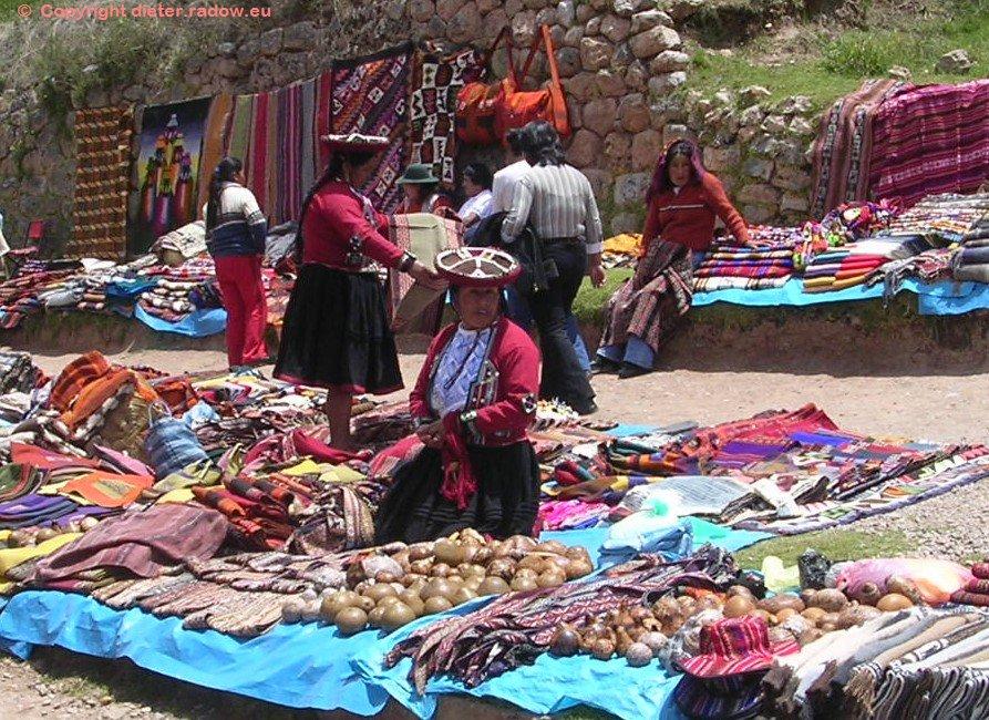 Sonntagsmarkt in Chinchero (3760 m hoch) zwischen Cuzco und Urubamba