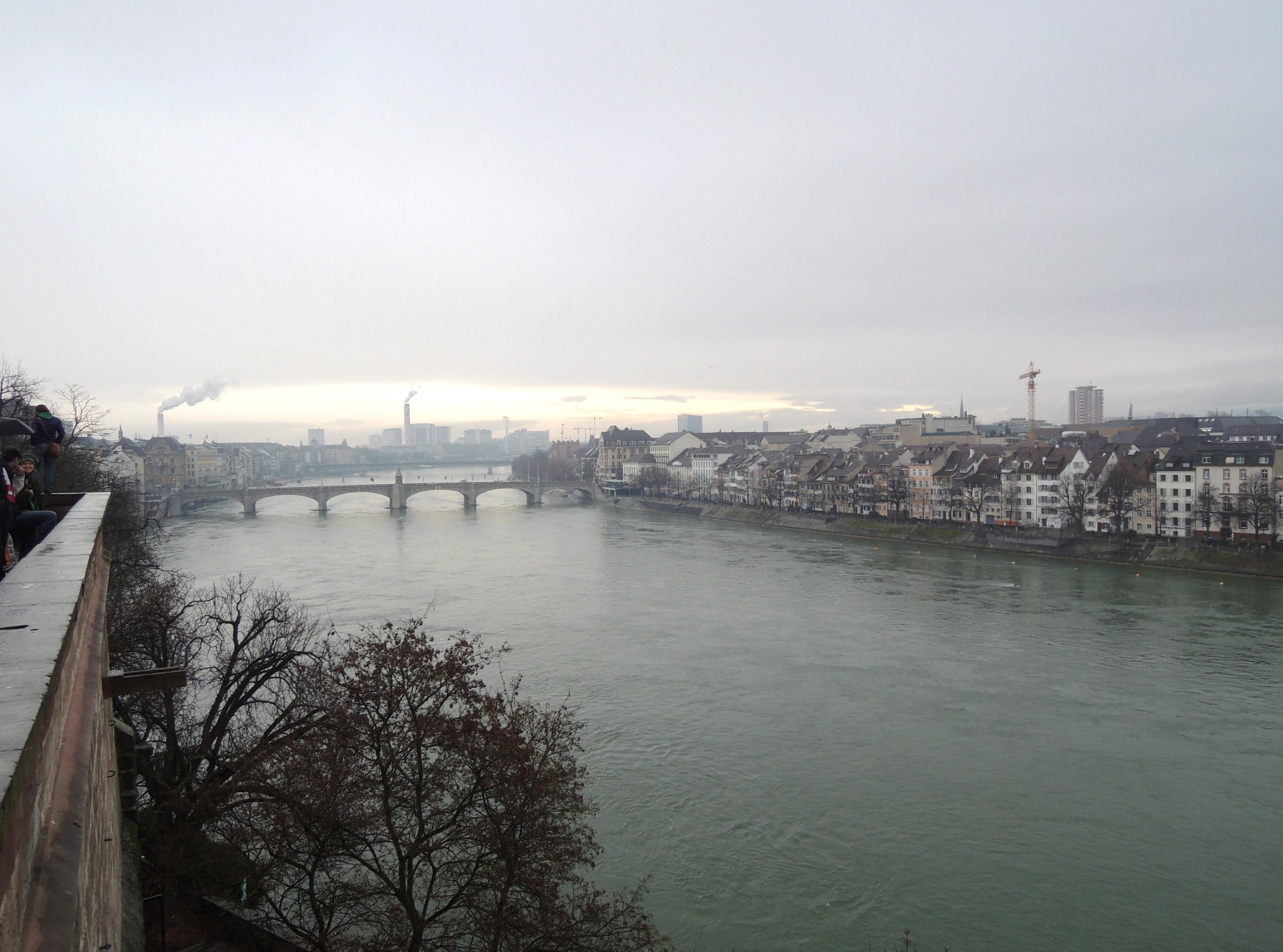 Schweiz Rhein Flußverlauf durch Basel