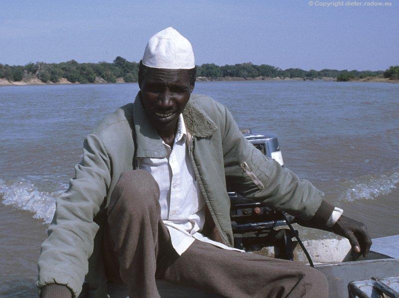 Tschad Fährmann mit islam. käppi