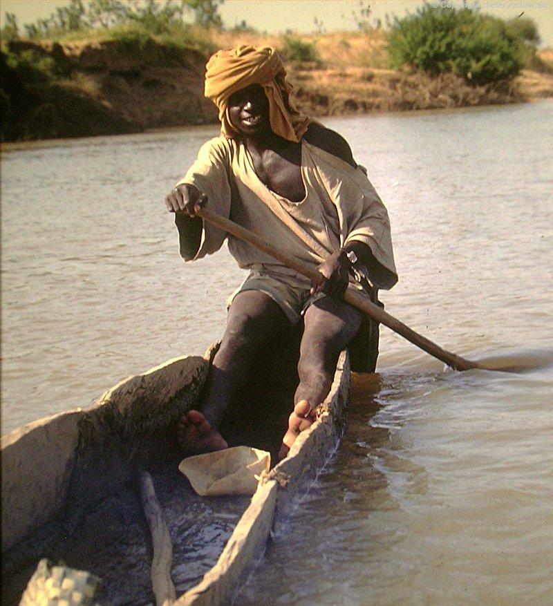 Tschad junger Fischer