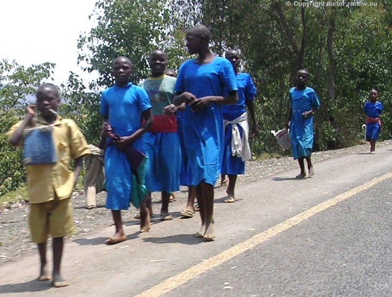 ZT Ruanda SchulMädchen neu