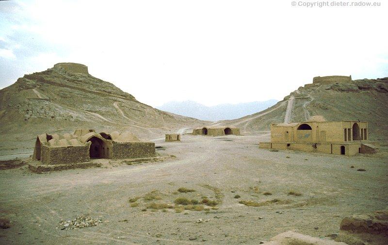 Iran Totenhäuser zur Herrichtung der Toten für den Geierfraß