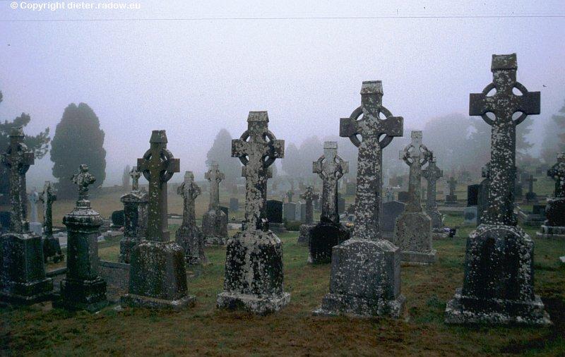 Ireland Clonmacnoise graveyard