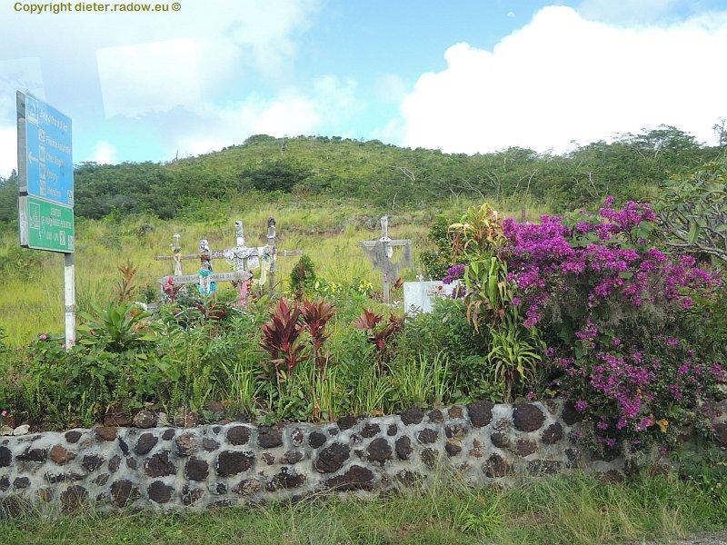 Neukaledonien 2 Straßenrandbestattungen