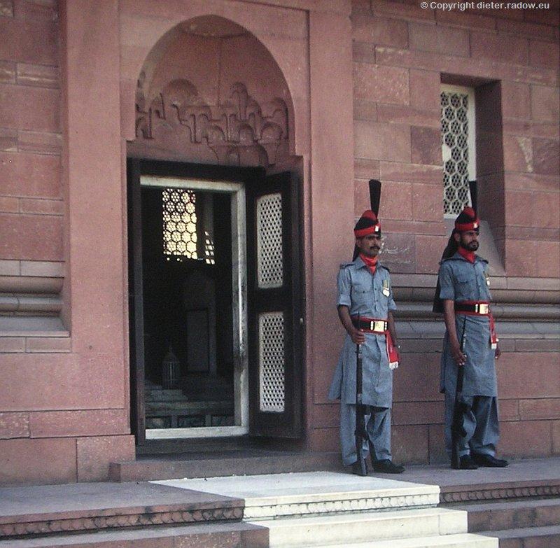Pakistan Lahore Allama Iqbal Grab mit Ehrenwache