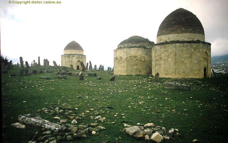 azerbaidjan-shamakhi-mausoleen-unter-dem-fort-gulestan
