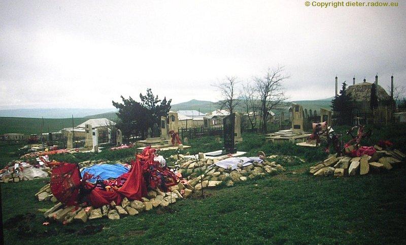 azerbaijan-stone-heap-graves   Aserbaidjan Steinhaufengräber